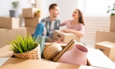 couple-moving-to-new-apartment