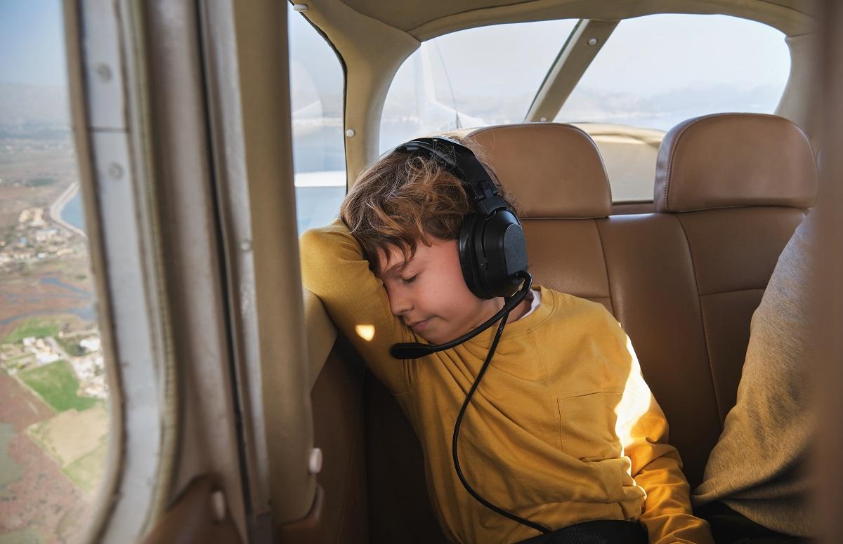 kid-feeling-dizzy-in-plane-ride