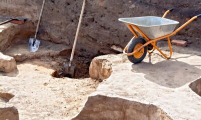 tools-at-the-site-archaeological-excavations