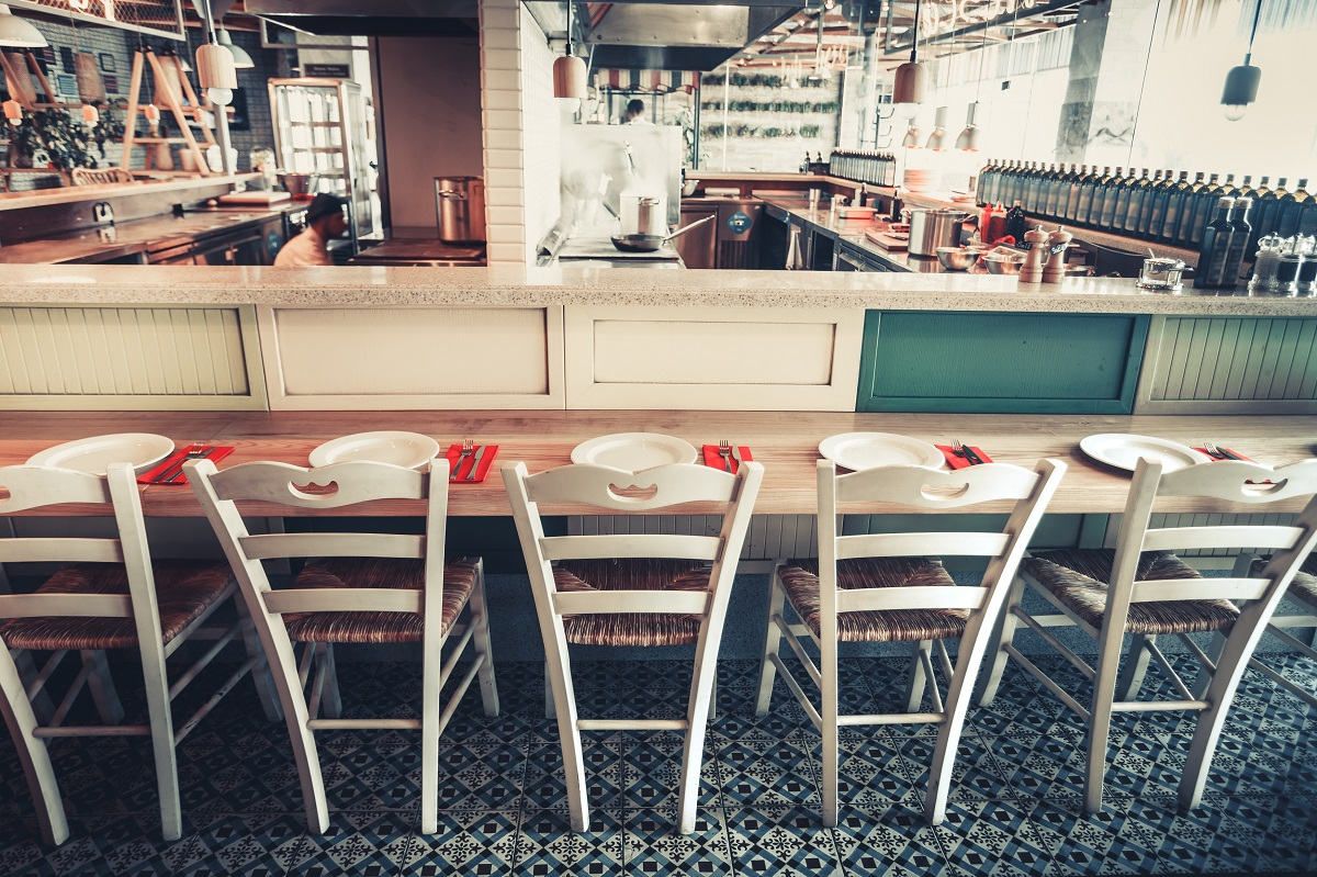 restaurant-with-table-and-tableware