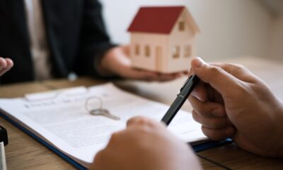 insurance-brokers-are-pointing-to-insurance-contract-signing-and